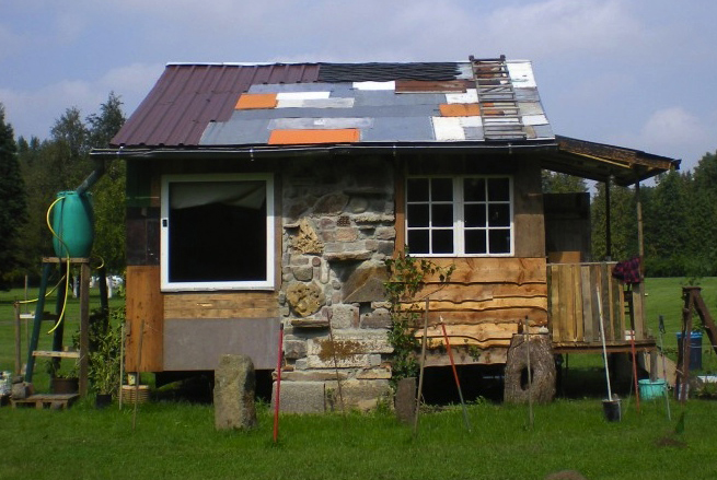 Lloyd s blog tiny building of scrap materials in germany for Small houses in germany