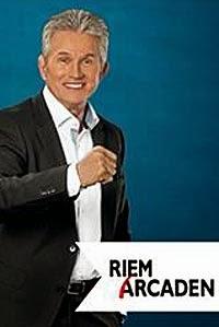 Jupp Heynckes gibt Autogrammstunde in den Riem Arcaden am 08.11.2014