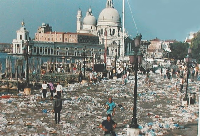 The aftermath of the Pink Floyd concert in Venice, July 15th, 1989