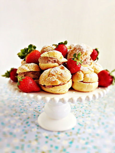 Chocolate+filled+cream+puffs+with+strawberries