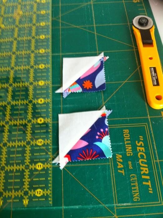 gepatchte vierkantjes met driehoekjes