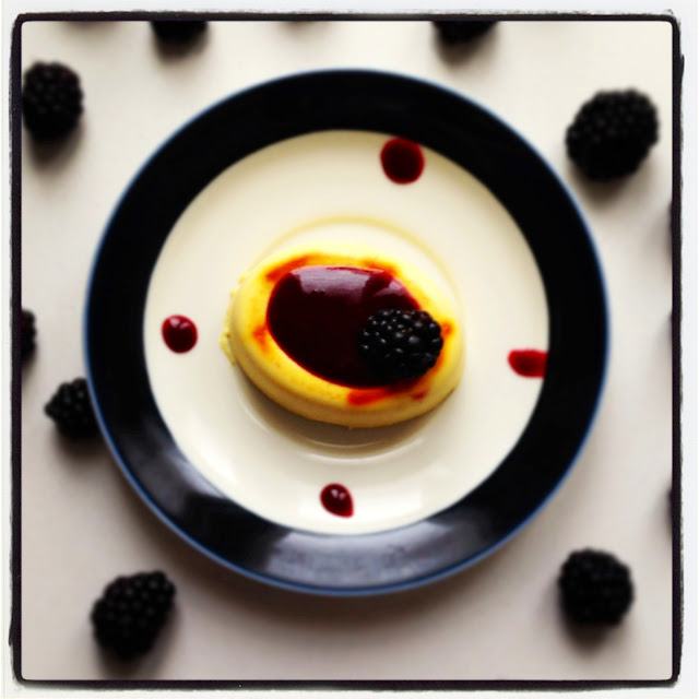 panna cotta allo zafferano con coulis di more @monsieurtatin.blogspot.it