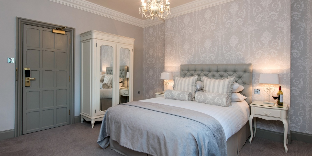 Beauty n more laura ashley boutique hotel for Bedroom wallpaper sale