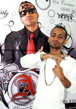 Foto de Arcangel con su retrato