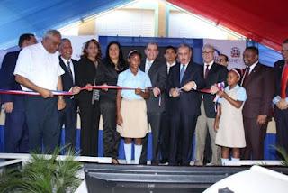 Presidente Medina inaugura dos centros educativos en Santo Domingo Norte