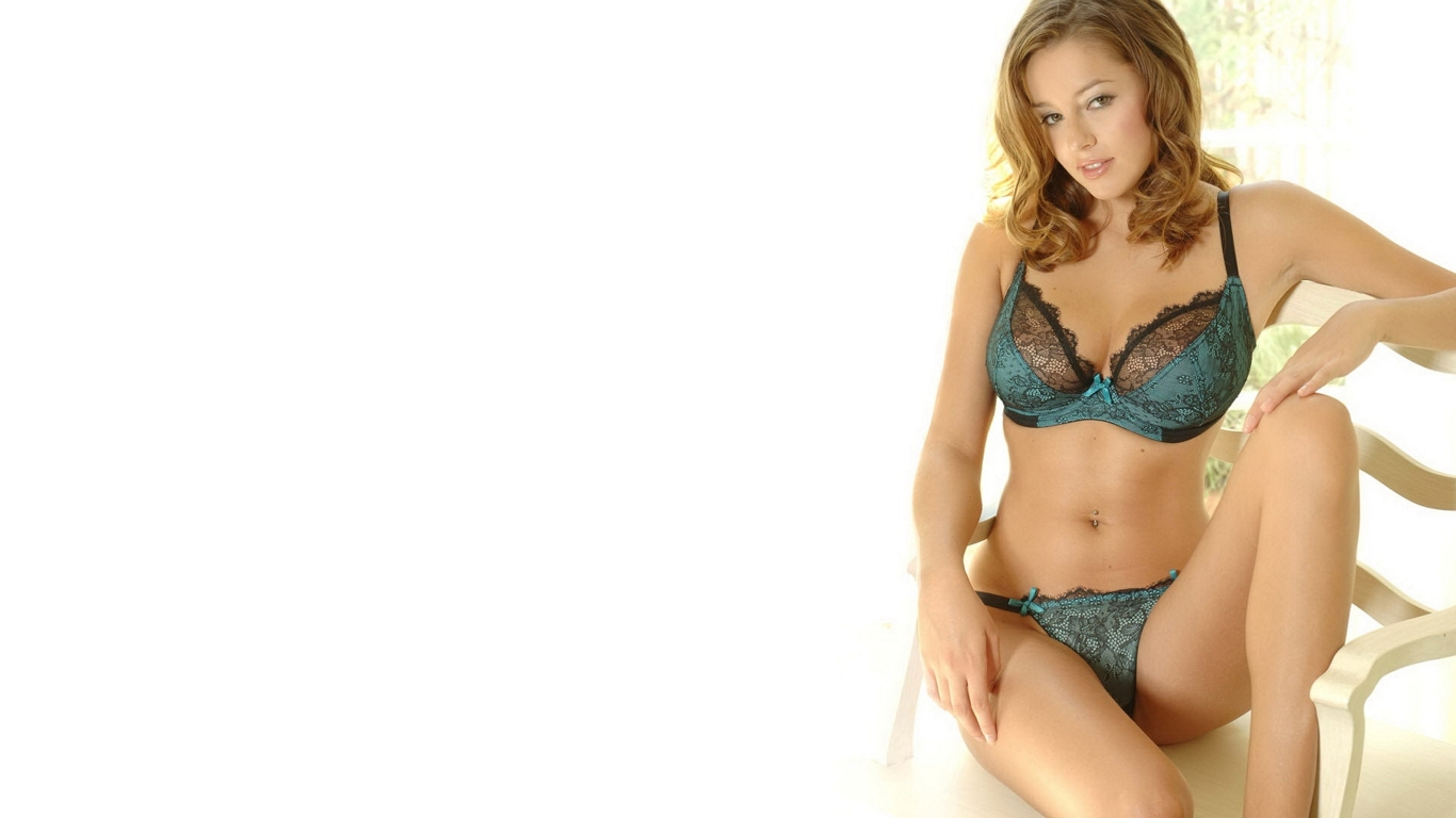 Very sexy bikini and lingerie girls hd wallpapers 2012 for Hot wallpapers world
