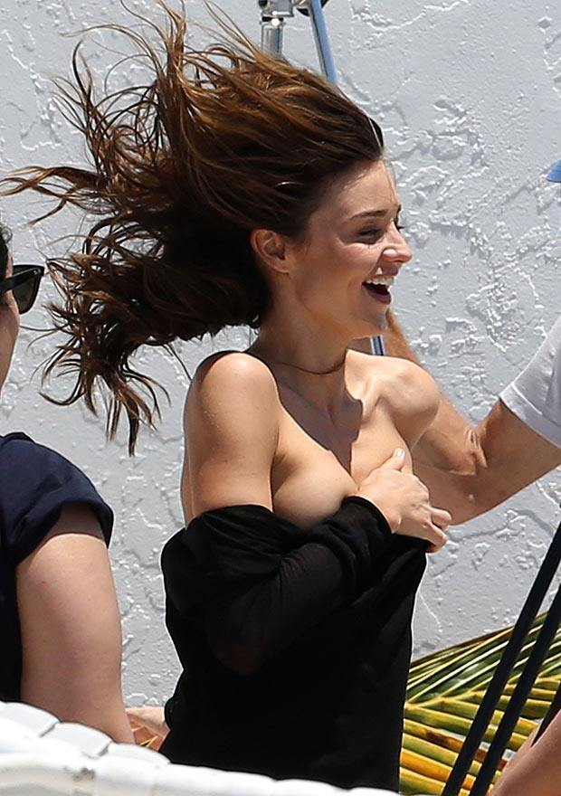celebrities: Miranda Kerr Boobs Flash - Celebrity Nipple Slip