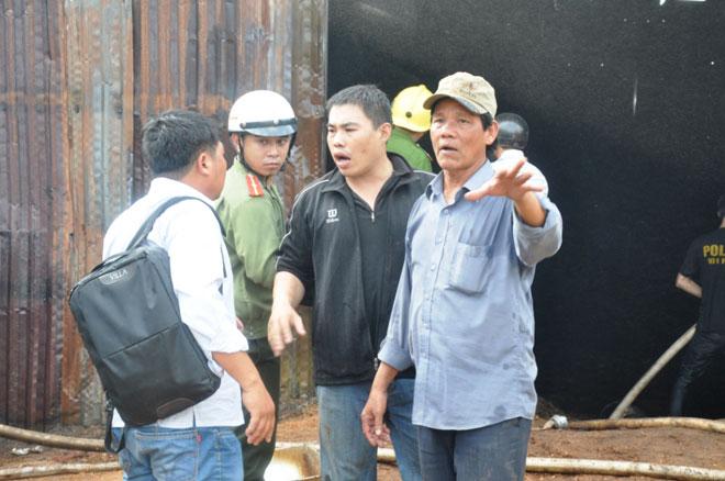 Nhiều phóng viên bị đe dọa đập máy ảnh khi tác nghiệp các vụ cháy xưởng gỗ tại Gia Lai