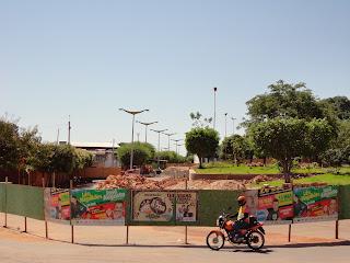 Foto do início das obras na Praça dos Franciscanos.
