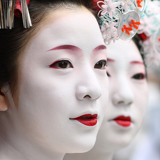 ARplus Behind The Mask Of A Geisha