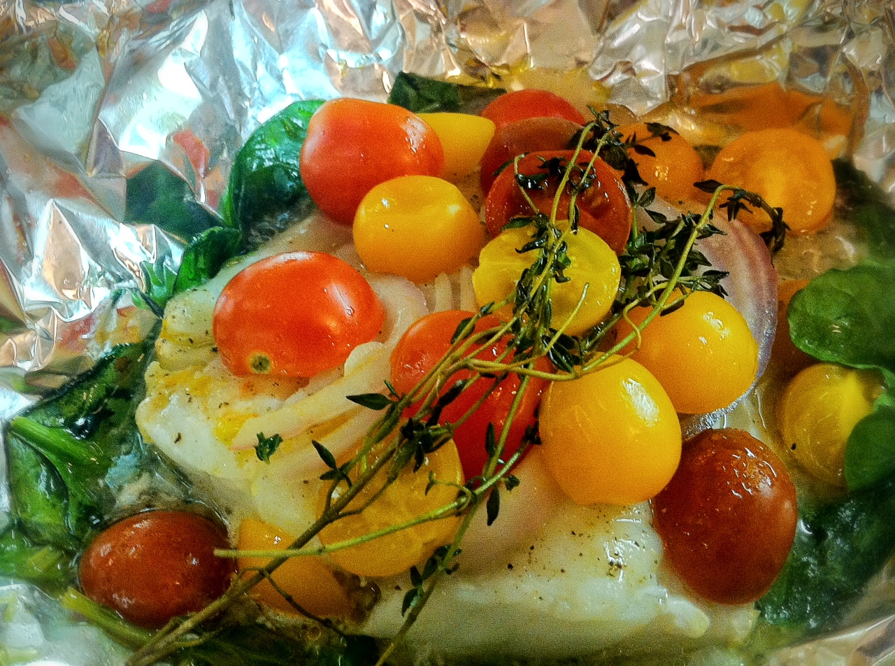 Baked Cod, Tomatoes and Spinach in Foil Packets | savory