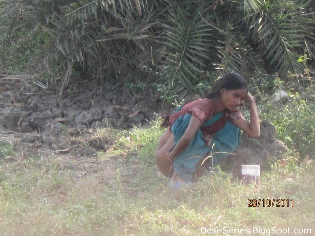 Indian Aunty Pissing Out Door Ass Open