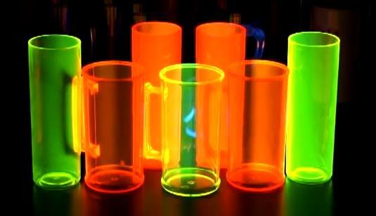 A Linha Neon brilha na luz negra! Brindecef!!