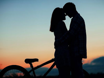 How Men Fall In Love - kissing at sunset