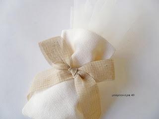 μπομπονιερα γαμου πουγκι ρομαντικη με φιογκο απο γαζα μπεζ της αμμου