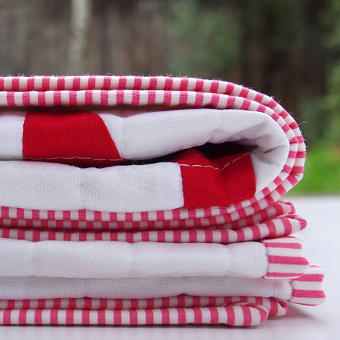 Modern Red and White Star Baby Quilt - binding