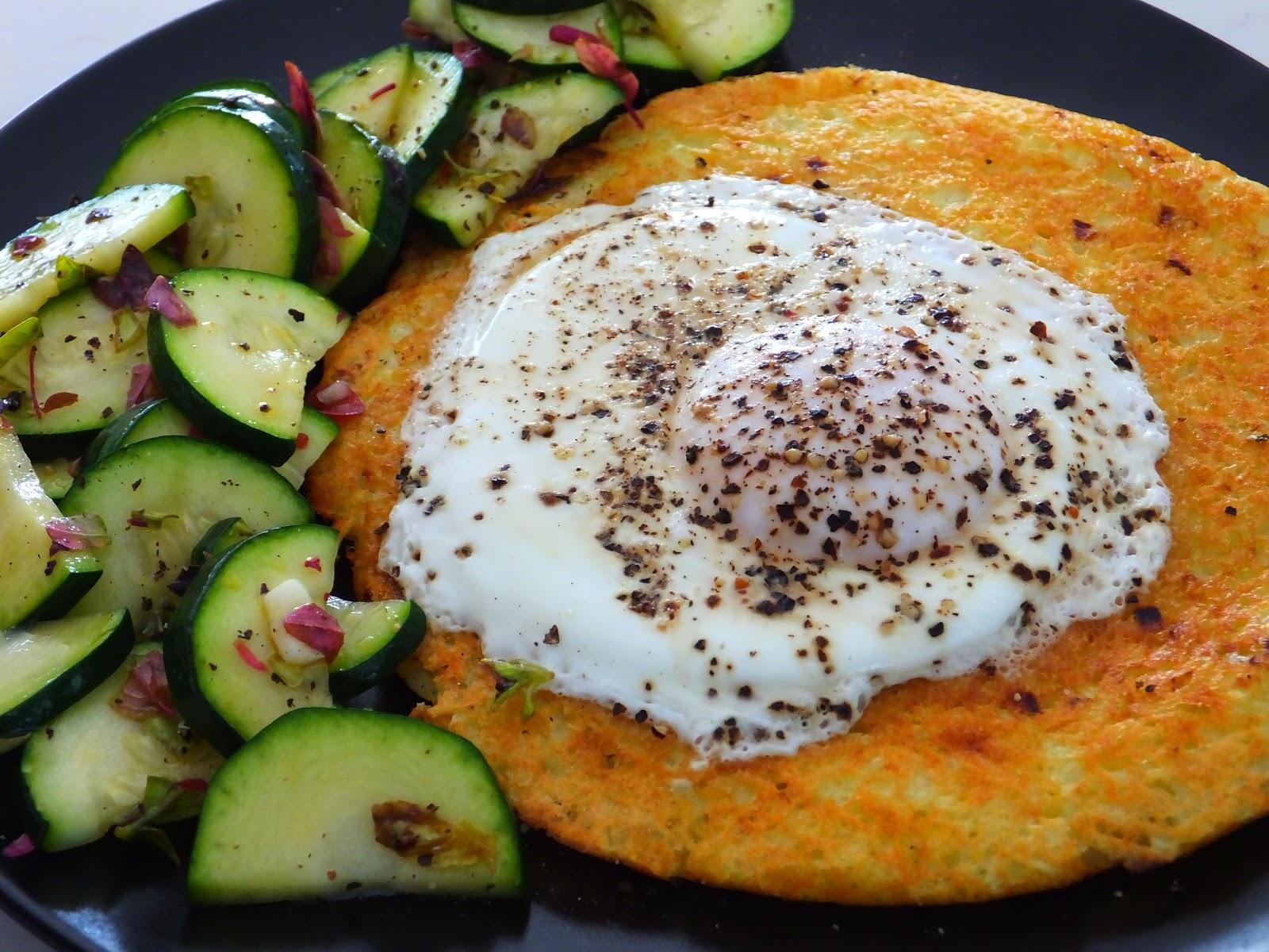 Placek ziemniaczany z sadzonym jajkiem
