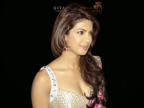 Priyanka Chopra looks very hot sexy unseen rare awards backstage bollywood sexy actress hd pics