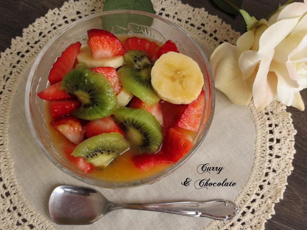 Macedonia de frutas con zumo de naranja natural