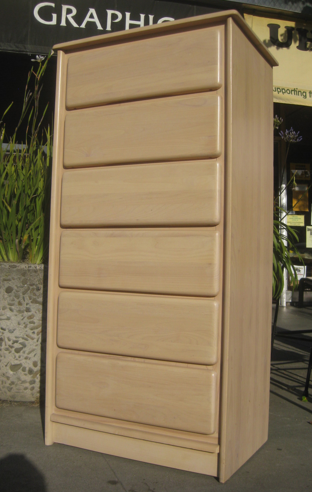 UHURU FURNITURE & COLLECTIBLES SOLD Chest of Drawers