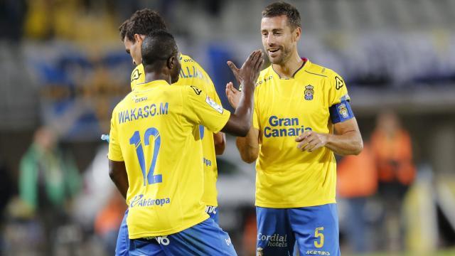 Wakaso y David García se felicitan
