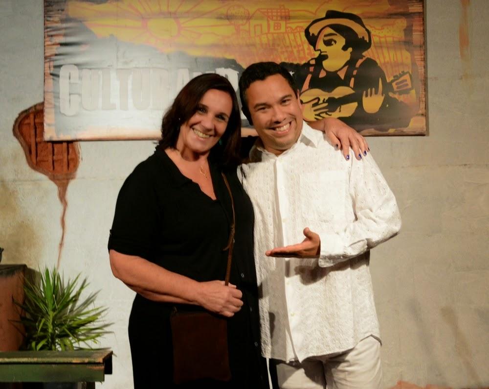 A diretora da Casa de Cultura, Regina Tavares, e o humorista Dedé Machado