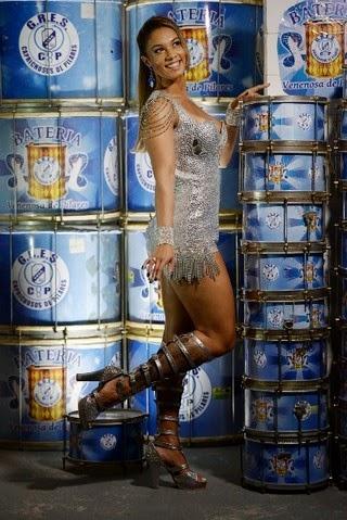 Milena Nogueira é a nova rainha de bateria da Caprichosos