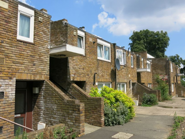 Cressingham Gardens, Tulse Hill, image via municipaldreams.wordpress.com