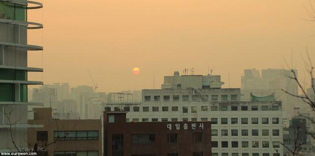 Puesta de sol vista desde el parque Naksan de Seúl