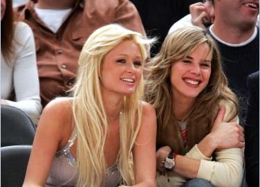 Beso de lesbianas Paris hilton con eglantina zingg