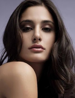 Nargis Fakhri height weight measurements