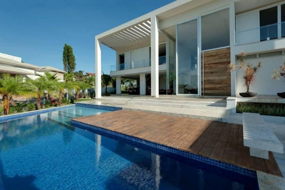 Home decor amazing exterior designs for this luxury home for Amazing exterior design