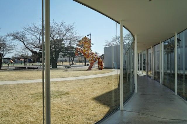 十和田市現代美術館、フラワーホース