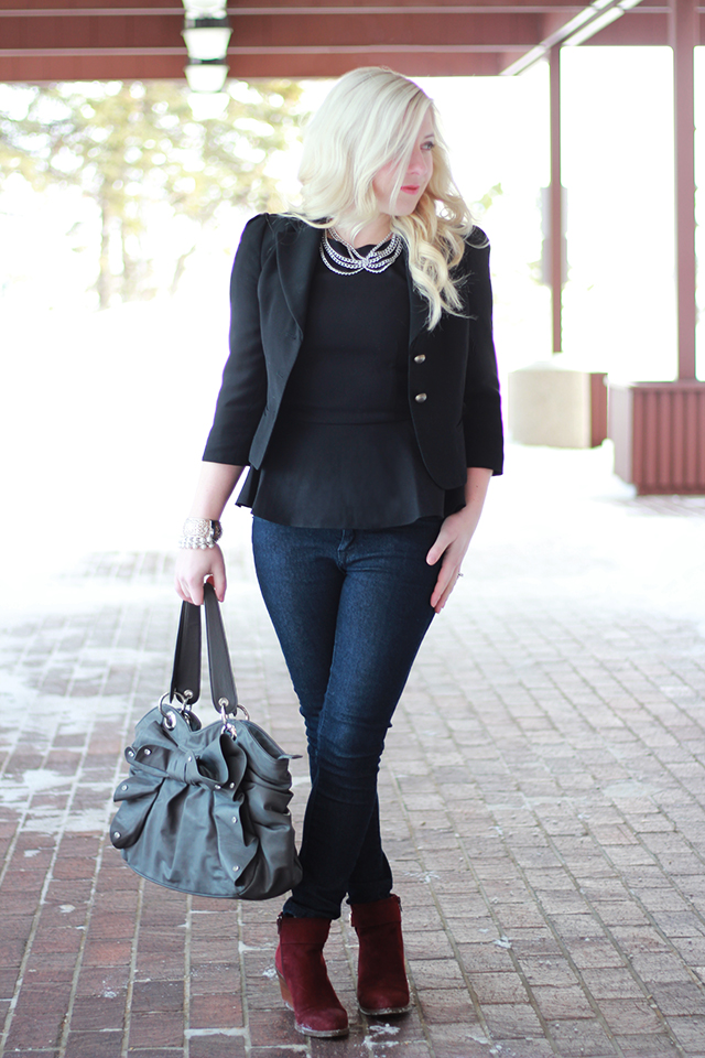 How to wear a Peter Pan collar necklace.  Inspiration from a Canadian style blogger.