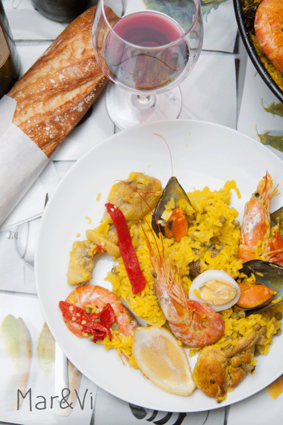 Come fare la paella di pollo e frutti di mare