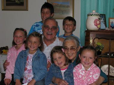 Oupa en Ouma de Koning met die kleinkinders (Natanie was nog nie daar nie)
