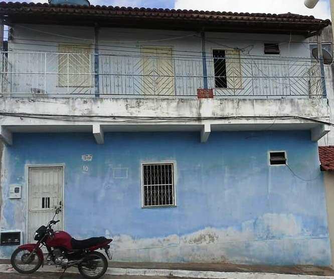 Vende-se ou troca duas casas e uma moto em Mairi.