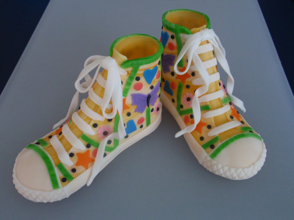 17. Tennis Converse Made of Fondant