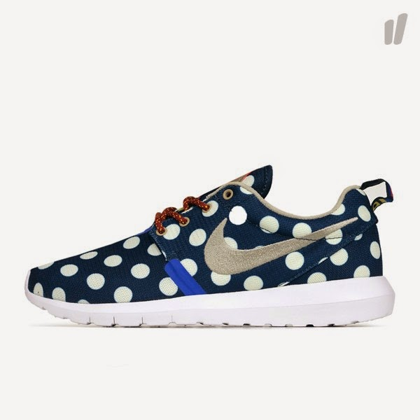 "Nike Rosherun NM City QS ""NYC"""