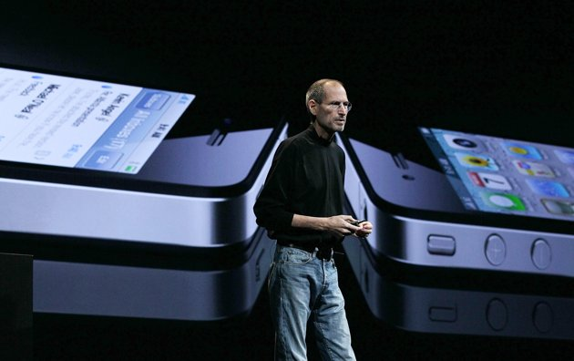 steve job with iphone
