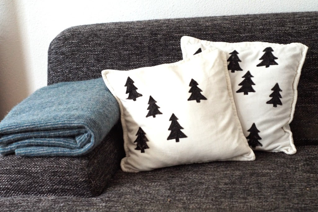 DIY Christmas pillow with textile paint - huisje boompje boefjes