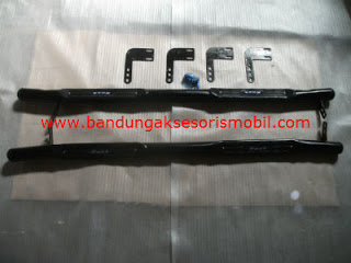 Footstep Samping Model Terrano Black/Chrome Grand Innova