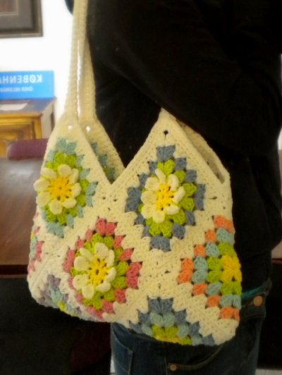 Granny Square Bag Pattern Free : Harujion Design: Free pattern for a Flower Gardan Granny Square