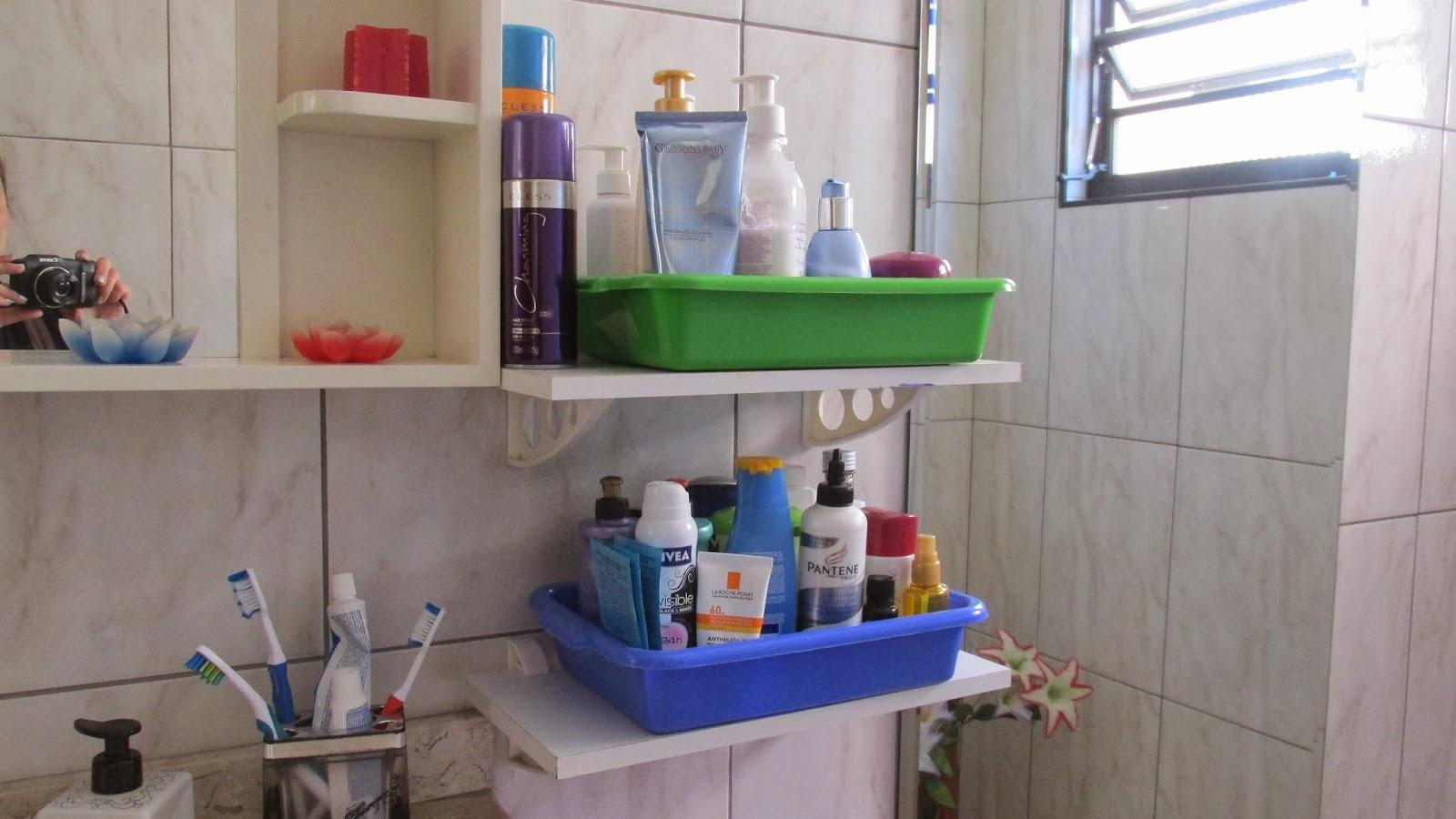 No banheiro tem que ter um toque especial de decoração né? #303D7B 1600 900