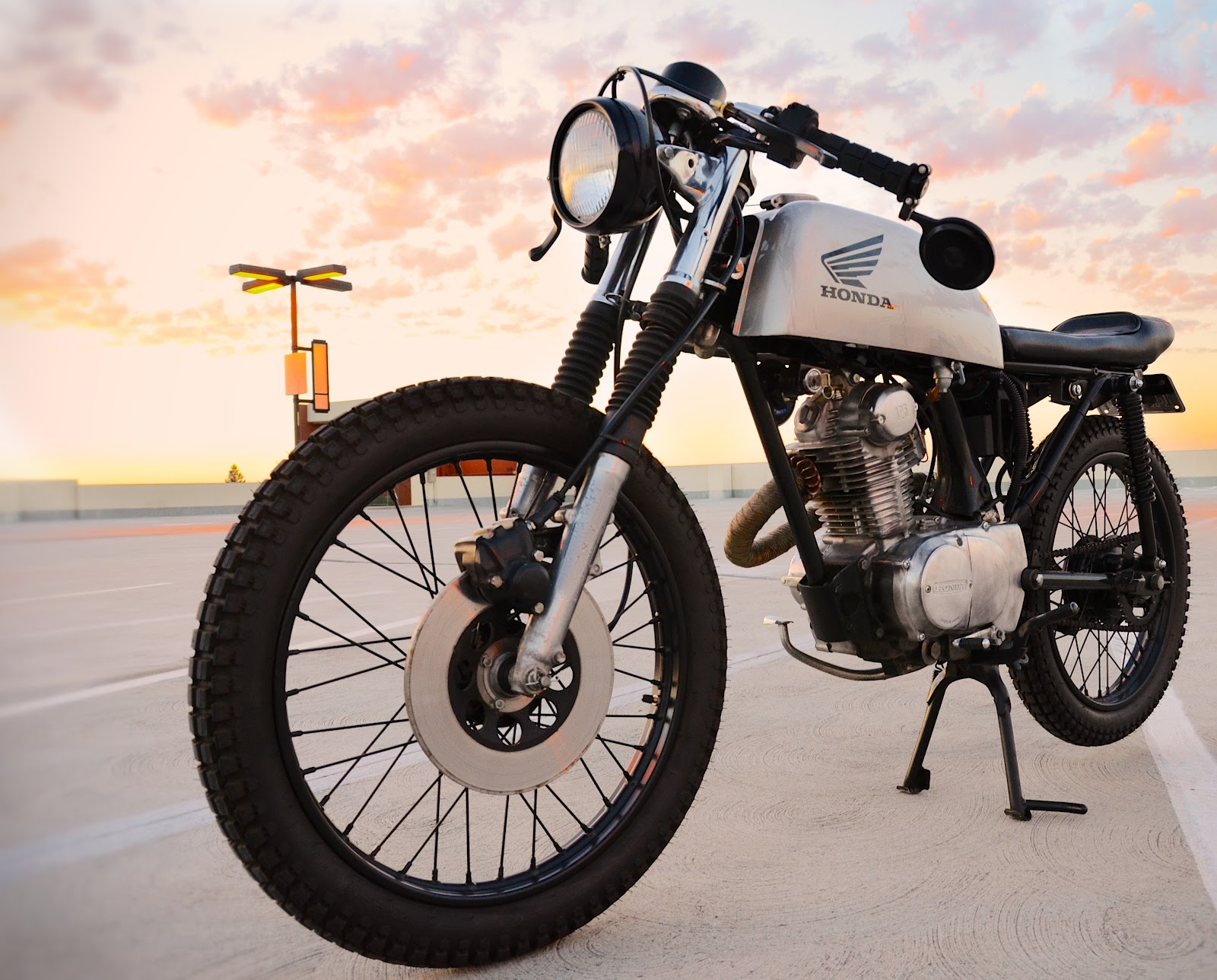 Connu Honda CB125s Cafe Racer ~ Return of the Cafe Racers XY98