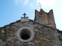 Detall de la façana principal de Sant Julià d'Alfou