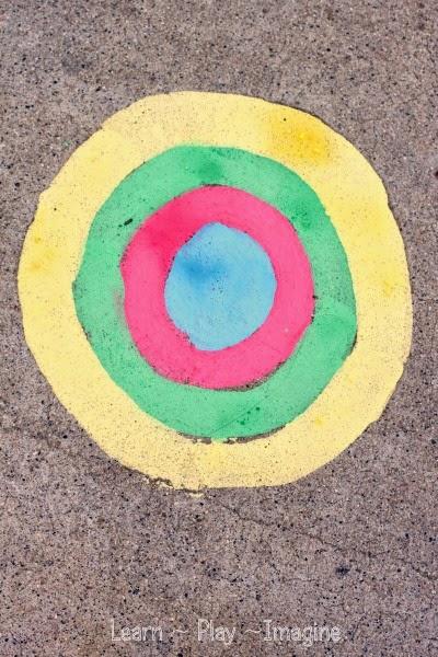 Cornstarch free sidewalk chalk paint that dries in bright, vibrant colors!