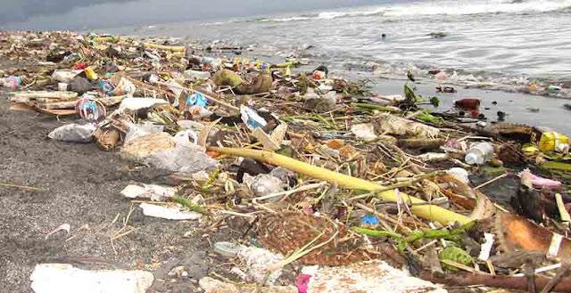 Pantai Tanjung Karang Dipenuhi Tumpukan Sampah