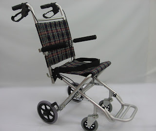 Kerusi roda melancong 旅行轮椅 Travel wheelchair, comes with a bag, can be luggage of a plane or bus (