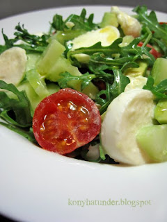 mozzarella-rocket-avocado-salad-close
